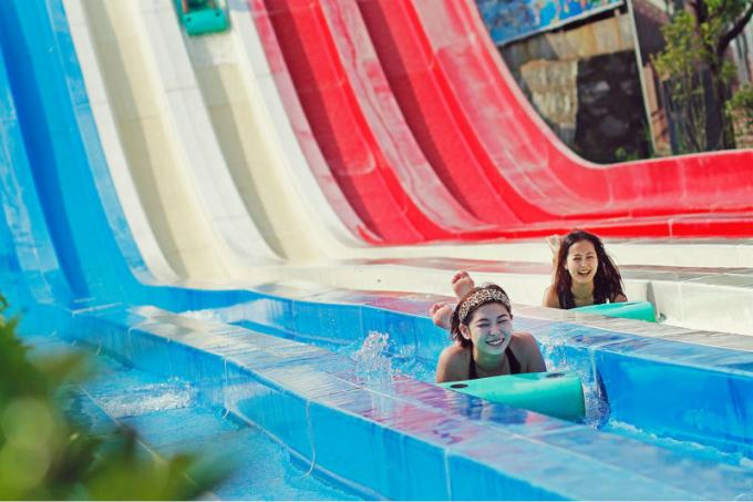 Fiberglass Resort Waterpark Project , Giant Slides Rides Projects for Water Park